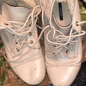 Forever 21 cream Boots size:9